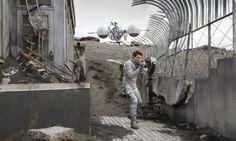 Imagens do filme Oblivion, estrelado por Tom Cruise.