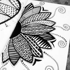 40 Simple and Easy Doodle Art Ideas to Try Easy Doodle Art, Doodle Art Designs, Doodle Art Drawing, Zentangle Drawings, Pencil Art Drawings, Zentangles, Flower Drawings, Zen Doodle Patterns, Easy Zentangle