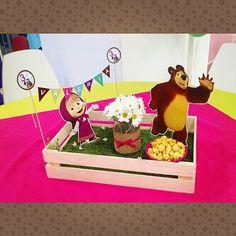 Resultado de imagen para masha y el oso cumpleaños decoracion Bear Birthday, 3rd Birthday, Birthday Party Themes, Marsha And The Bear, Party Cartoon, Baby Candy, Bear Party, Diy Invitations, Party Centerpieces