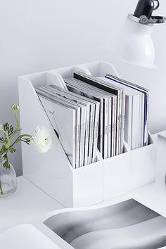 White desk organization for the home office - Office Designs Desk Inspo, Workspace Inspiration, Home Office Design, Home Office Decor, Home Decor, Office Den, Study Room Decor, Gold Room Decor, Home Office Organization