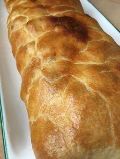 Apfelstrudel - Grieskirchen Bread, Food, Sweet Stories, Apple Strudle, Peaches, Pies, Food Food, Meal, Essen