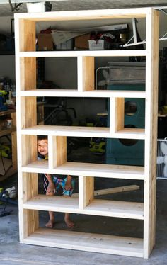 DIY Rustic Pallet Bookshelf Learn how to build a DIY rustic bookshelf with crates and reclaimed pallets with this tutorial and free building plans by Jen Woodhouse. Woodworking Furniture Plans, Diy Furniture Plans Wood Projects, Diy Outdoor Furniture, Rustic Furniture, Furniture Storage, Furniture Ideas, Woodworking Projects, Diy Projects, Furniture Design