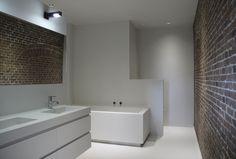 Naadloze stoere badkamer  Meer interieur-inspiratie? Kijk op Walhalla.com