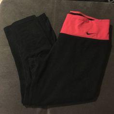 Nike dri-fit Capri black, red, knee length, Capri, size S Nike Pants Capris