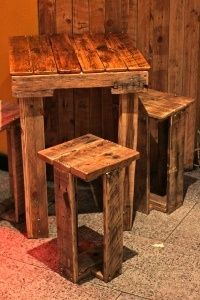 pallet table! Easy to DIY. Would be cute for our deck!