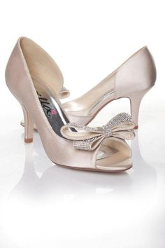#AnellaWeddingShoes Zelda Style www.weddingshoes.co.za Available from September 2014 Can be dyed to any colour!
