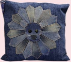 Farkkutuunattu tyynynpäällinen hauskalla kuvalla Ottoman, Throw Pillows, Furniture, Home Decor, Homemade Home Decor, Cushions, Decorative Pillows, Home Furnishings, Decor Pillows