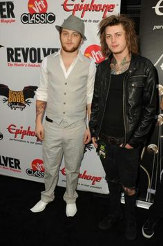 Danny looks so spiffy c;
