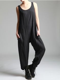 // black draped onesie with pockets. Look Rock, Funky Fashion, I Love Fashion, Couture, Natural Clothing, Get Dressed, What To Wear, Street Style, Style Inspiration