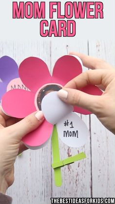 Mom Flower Card 🌸🌸🌸- with printable flower template. Such a cute craft and gift for kids to make for Mother's Day! An easy preschool or kindergarten Mother's day craft for kids. # mothers day crafts for kids at school Mom Flower Card 🌸 Kids Crafts, Easy Mother's Day Crafts, Mothers Day Crafts For Kids, Diy Gifts For Kids, Diy Mothers Day Gifts, Crafts For Kids To Make, Mothers Day Cards, Cute Crafts, Preschool Crafts