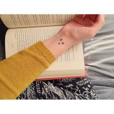 12 Harry Potter Tattoos Only True Fans Will Understand Harry Potter Star Tattoo, Harry Potter Drawings, Harry Potter Books, Small Harry Potter Tattoos, Hp Tattoo, Get A Tattoo, Tattoo Skin, Chest Tattoo, Small Tattoo