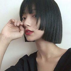 Gothic Hairstyles, Hairstyles With Bangs, Pretty Hairstyles, Girl Hairstyles, Girl Short Hair, Short Hair Cuts, Asian Hair Bob, Hair Streaks, Shot Hair Styles