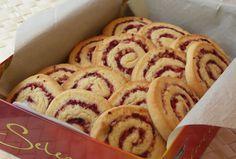 Cranberry Nut Swirls (Cranberry-Nuss-Schnecken)