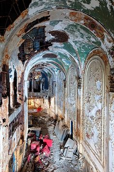 urban decay photography urbex Eastown theater detroit