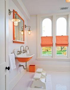 Love the orange in this bath.