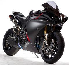 Yamaha R1, Black