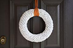 TUTORIAL: Acorn Wreath.  Wish nursing school wasn't keeping me from fall projects