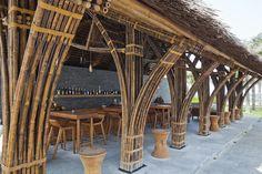 Bar no Resort Naman,© Hiroyuki Oki