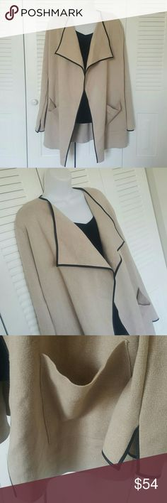ZARA Knit Cardigan in excellent condition. Size M ZARA Knit Cardigan PreOwned in excellent condition  Size M  Shoulder to Shoulder 18' Long 32' Zara Sweaters Cardigans