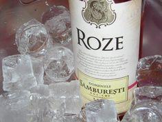 Obţinut integral din Cabernet Sauvignon, acest vin rose a fost o surpriză plăcută, fiind foarte echilibrat şi savuros. Culoarea sa este rose deschis, limpe