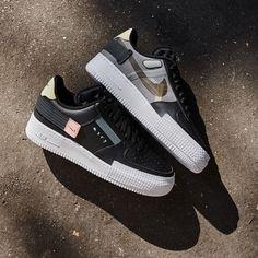 La Air Force 1 Low Drop Type Black est disponible sur wethenew.com Air Force 1, Nike Shoes Air Force, Best Sneakers, Sneakers Fashion, Sneakers Nike, Jordan Shoes Girls, Girls Shoes, Basket Style, Lit Shoes