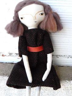 Muñeca artística con pelo de lana virgen cosido a mano y vintage dress. 33 cm de AntonAntonThings en Etsy