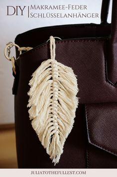 Makreamee Feder aus Wolle selber machen für Anfäner mit Schritt-für-Schritt Anleitung. Trend DIY perfekt als DIY Weihnachtsgeschenk oder Wichtelgeschenk. #juliatothefullest #diy #makramee