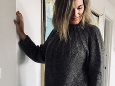 Eksperimentet - strikket sweater i silke og alpacca - FiftyFabulous Knitting Videos, Free Knitting, Baby Cardigan, Sweater Cardigan, Bindi, Drops Design, Baby Knitting Patterns, Free Pattern, Turtle Neck