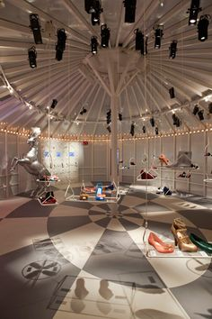 Retail Design | Footware | circus-like store