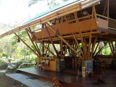 This beautiful Guadua bamboo house in Costa Rica, is located near Playa Sombrero at the Osa Peninsula. The bamboo house was designed and built by Costa Rican architect Mariela Garcia and her husband Steve Jurries.