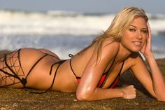 Kelly Kelly is pretty as a model and a professional wrester.. Gonna  show some random photos of her.. Some great pics of her...