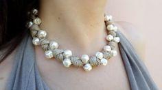 Collana di corda color beige avana con perle di vetro idea