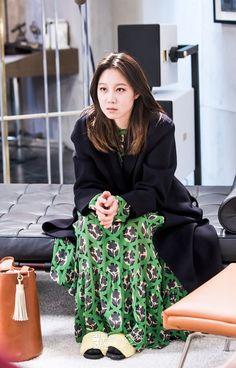 공효진 담당 아티스트 오성희 부원장이 직접 밝힌 '질투의 화신' 표나리 메이크업 : 네이버 포스트 Yoo Ah In, Girls In Love, Fashion Books, Feminine Style, Smart Girls, Girl Crushes, Korean Fashion, Autumn Fashion, Street Wear