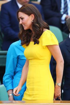 Duchess Kate Middleton & Prince William Watch Men's Wimbledon Final: Photo Catherine, Duchess of Cambridge (aka Kate Middleton) and Prince William sit in the royal box at the Men's Singles final of the Wimbledon Lawn Tennis Championships… Kate Middleton Stil, Estilo Kate Middleton, Kate Middleton Photos, Princesse Kate Middleton, Kate Middleton Prince William, Prince William And Kate, Fashion Looks, Beauty And Fashion, Royal Fashion