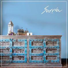 En Sarriahome podemos combinar los muebles de diferentes materiales para no sobrecargar tus espacios favoritos.