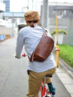 立体マチ・ボディバッグ(F-5) 女性自転車乗用