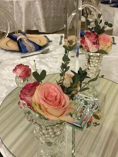 Wedding Decorations, Table Decorations, Wedding Colors, Glass Vase, Colours, Home Decor, Decoration Home, Wedding Decor, Interior Design