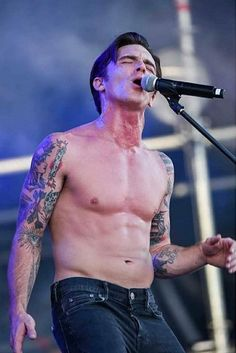 Drake Bell, Abs, Concert, Crunches, Abdominal Muscles, Concerts, Killer Abs, Six Pack Abs
