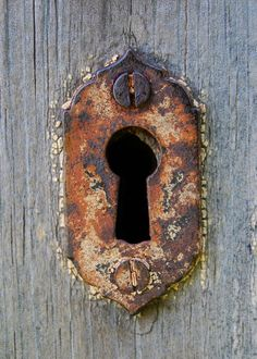 Envers du Decor - Keyhole by Lucie Veilleux aka on. Knobs And Knockers, Door Knobs, Door Handles, Old Doors, Windows And Doors, Old Keys, Peeling Paint, Rusty Metal, Door Locks