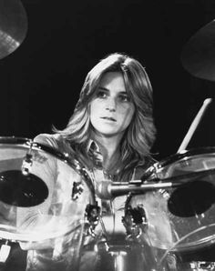 Sandy West of the Runway's started playing drums when she was 9. The Runway's were the first teenage, all girl rock band. #SexiestFemaleMusicians #GirlsWhoPlayInstruments