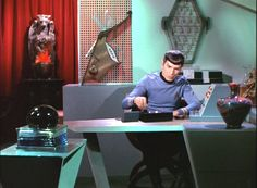 Man, I wish I could keep my desk that clean.