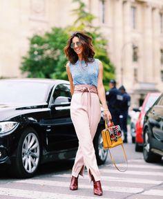 Look Carol Bassi PFW 2016 Luiza Sobral | Red boots, pink trousers and blue top | Bota vermelha, calça de cintura alta rosa e regata  azul de lurex