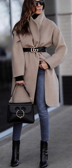 #spring #outfits woman wearing brown overcoat holding black leather handbag. Pic by @city_fashion_blogger