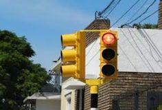 Montevideo: Nuevos semáforos en 26 de Marzo y Julio César. Por fin! Peatones agradecidos.