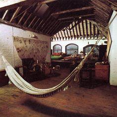 home of filmmaker Derek Jarman - indoor hammock. I want a hammock in our man cave Bohemian Interior, Modern Interior Design, Interior And Exterior, Exterior Design, The Animals, House Design Photos, Home Design, Design Ideas, Design Room