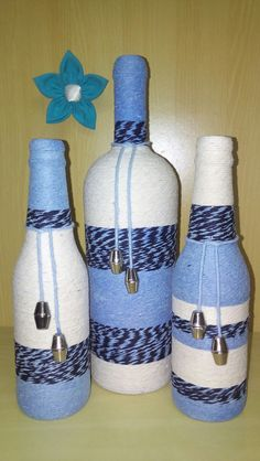 Awesome Home Decor Ideas on a Budget – Repurposed DIY Wine Bottle Crafts Yarn Bottles, Reuse Bottles, Recycled Glass Bottles, Glass Bottle Crafts, Wine Bottle Art, Painted Wine Bottles, Diy Bottle, Painted Wine Glasses, Mini Liquor Bottles