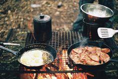 Outdoor breakfast.