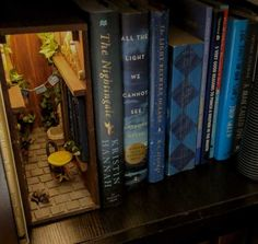 This cool little alley stashed at the edge of this row of books. Book Nook Shelf Inserts Are Really Cool, And Everyone Should Know They Exist — Here Are 14 Of The Most Creative Ones You'll See Fantasy Garden, Theme Harry Potter, Vitrine Miniature, Miniature Rooms, World Of Books, Fairy Doors, Book Nooks, Fairy Houses, Altered Books
