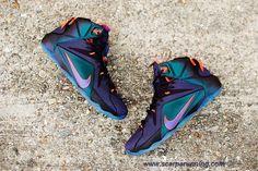 scarpe eleganti 684593-583 Nike Lebron 12 Cave Viola/Vinaccia vivo-Cremisi vivo-Turchese vivouoise Uomo acquisti on line scarpe