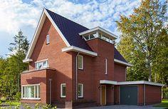 In onze woningen top 10 staat deze Jaren 30-stijl Breithorn. Prachtig uitgevoerd in een rossige steen, met stoere details. Benieuwd naar de overige woningen in de top 10? Klik op de pin en ontdek alle favorieten!